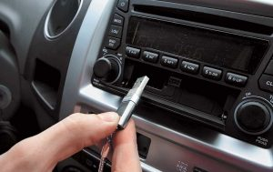 Why does the car stereo not read the USB flash drive?